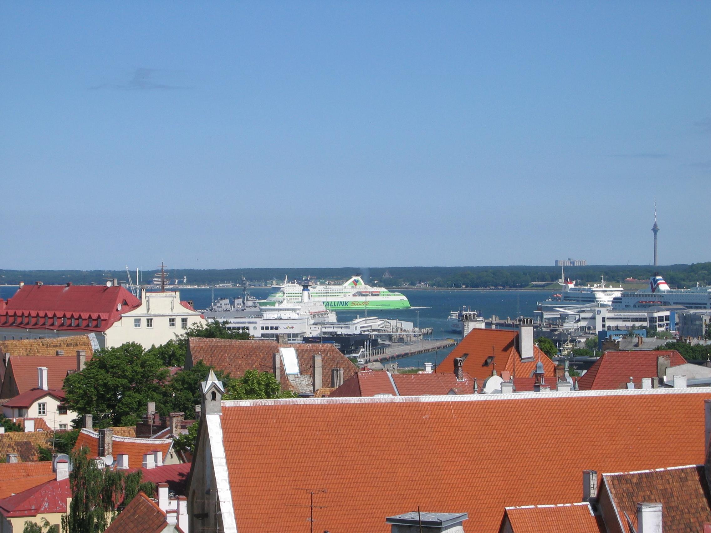 Tallink nosti kanteen Tallinnan satamaa vastaan