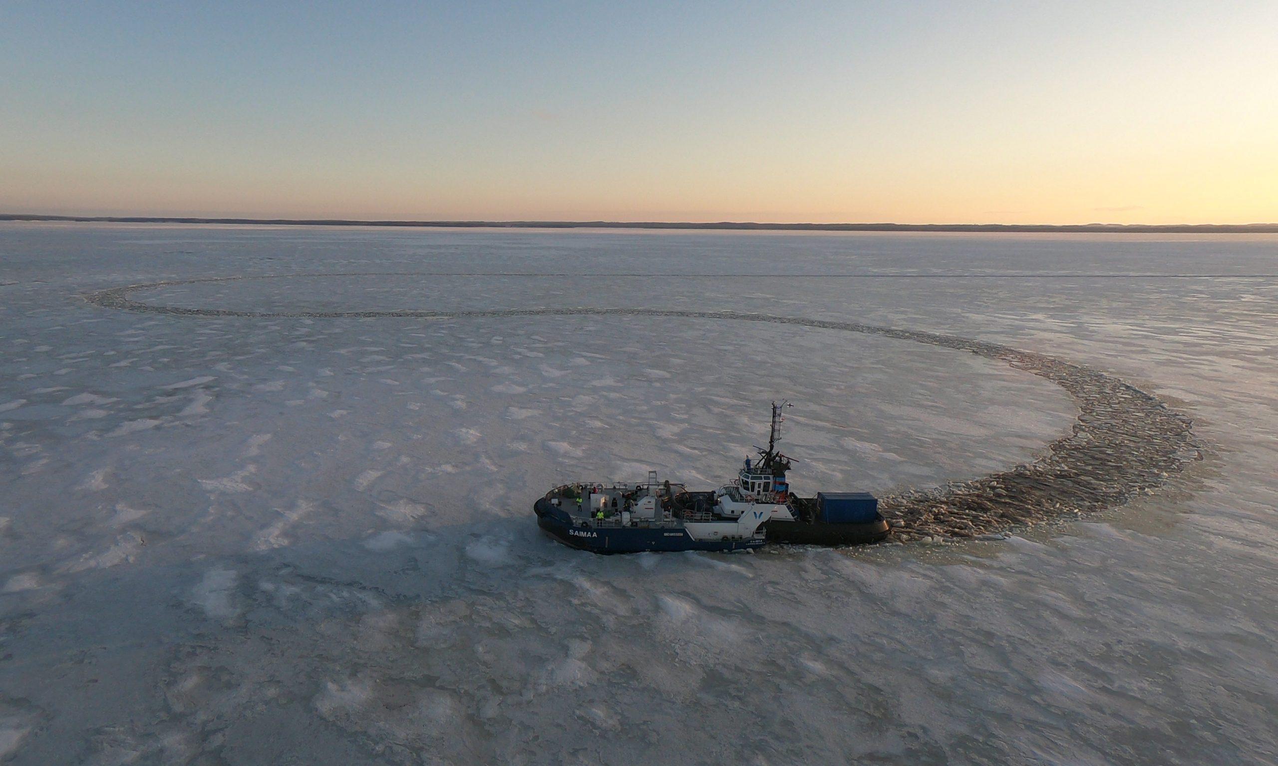 Irtokeula ja 60 senttiä paksu jääkerros ottivat toisistaan mittaa jääkokeissa Saimaalla