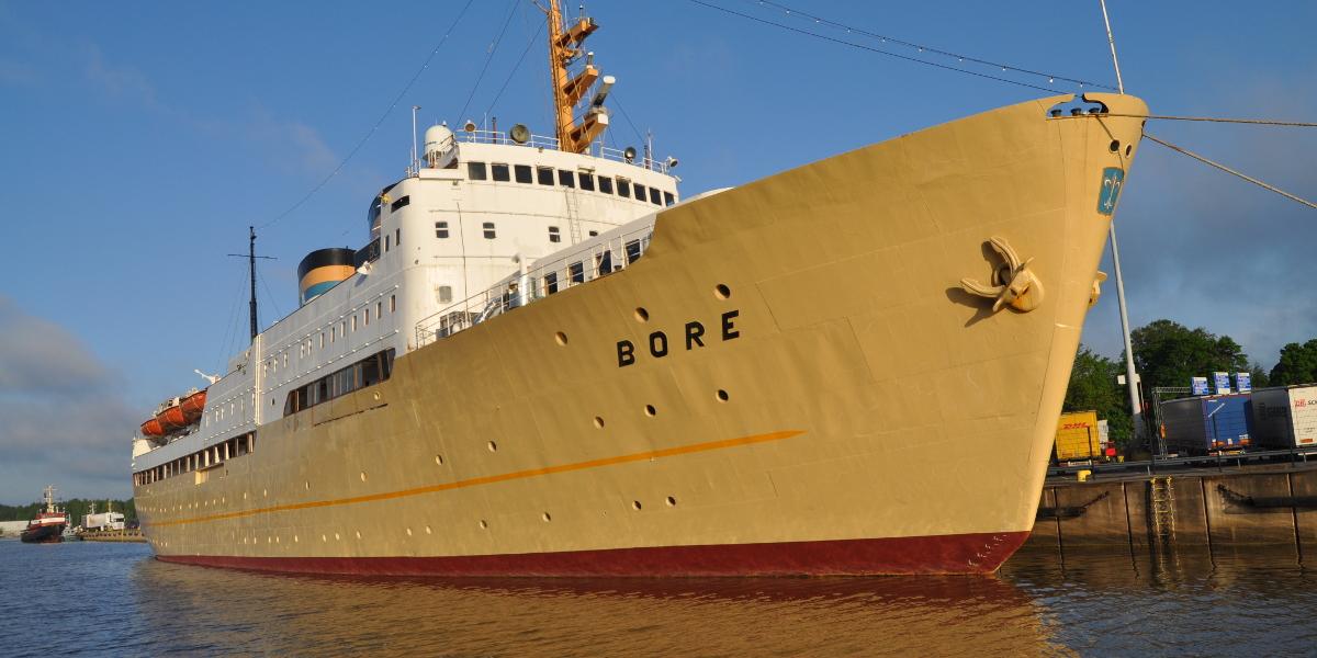 Koululaiva S/S Borella opiskelijat oppivat lisätyn todellisuuden keinoin